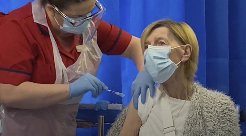 Annie Lynch primera vacunada covid en Irlanda